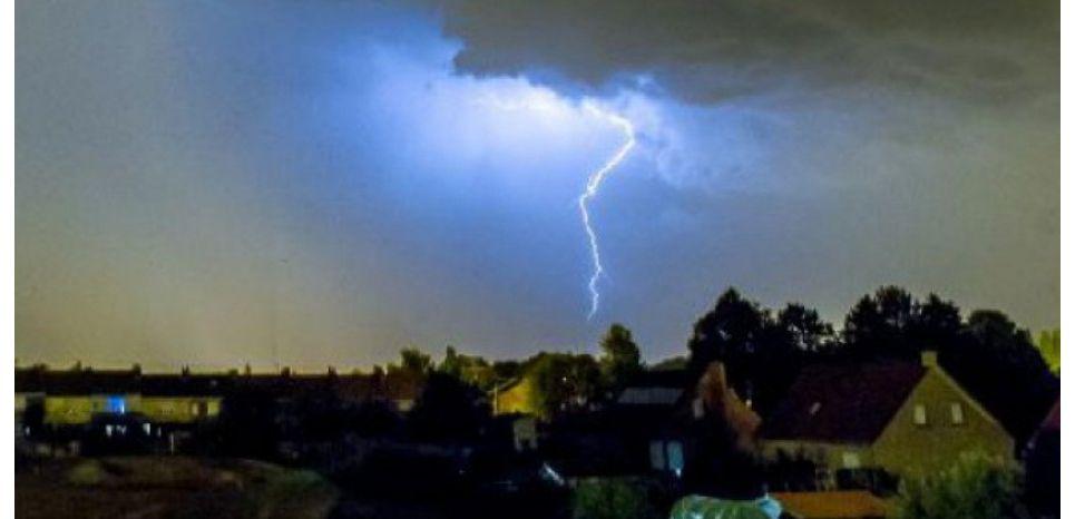 INFOGRAPHIE. Comment se forme une tornade ?