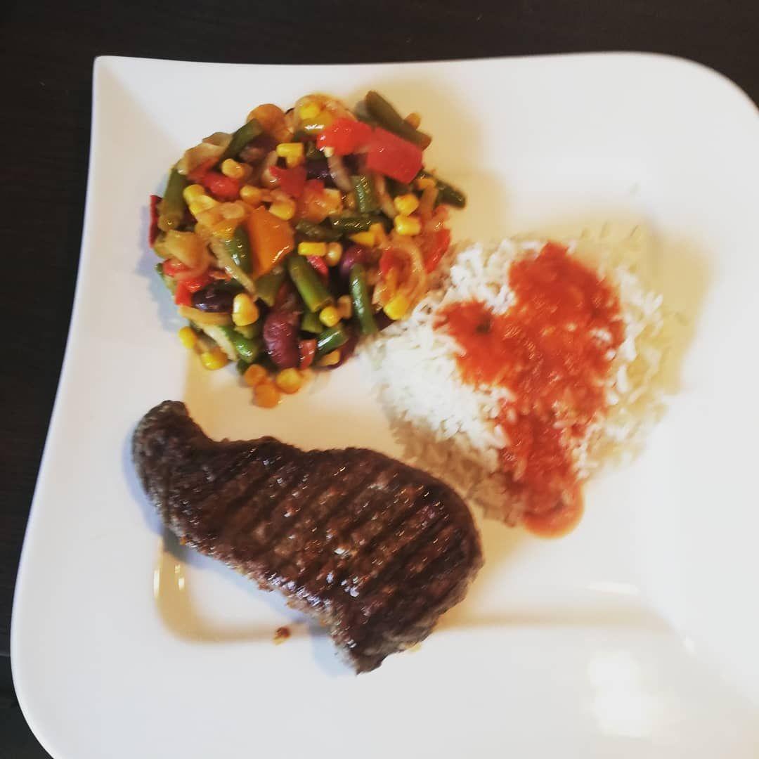 lunch  Beef Hip Steak, Natural Rice, A Passed Tomato And Mexican P  #frischgekocht #gemuse #gemüsepfanne #gesundessen #gesundundlecker #lunch #mexican #mexicanfood #mexicanischesessen #mittagessen #mittagessenheute #natural #passed #reis #reisfit #rindersteak #rindfleisch #steak #steaklover❤️ #tomato