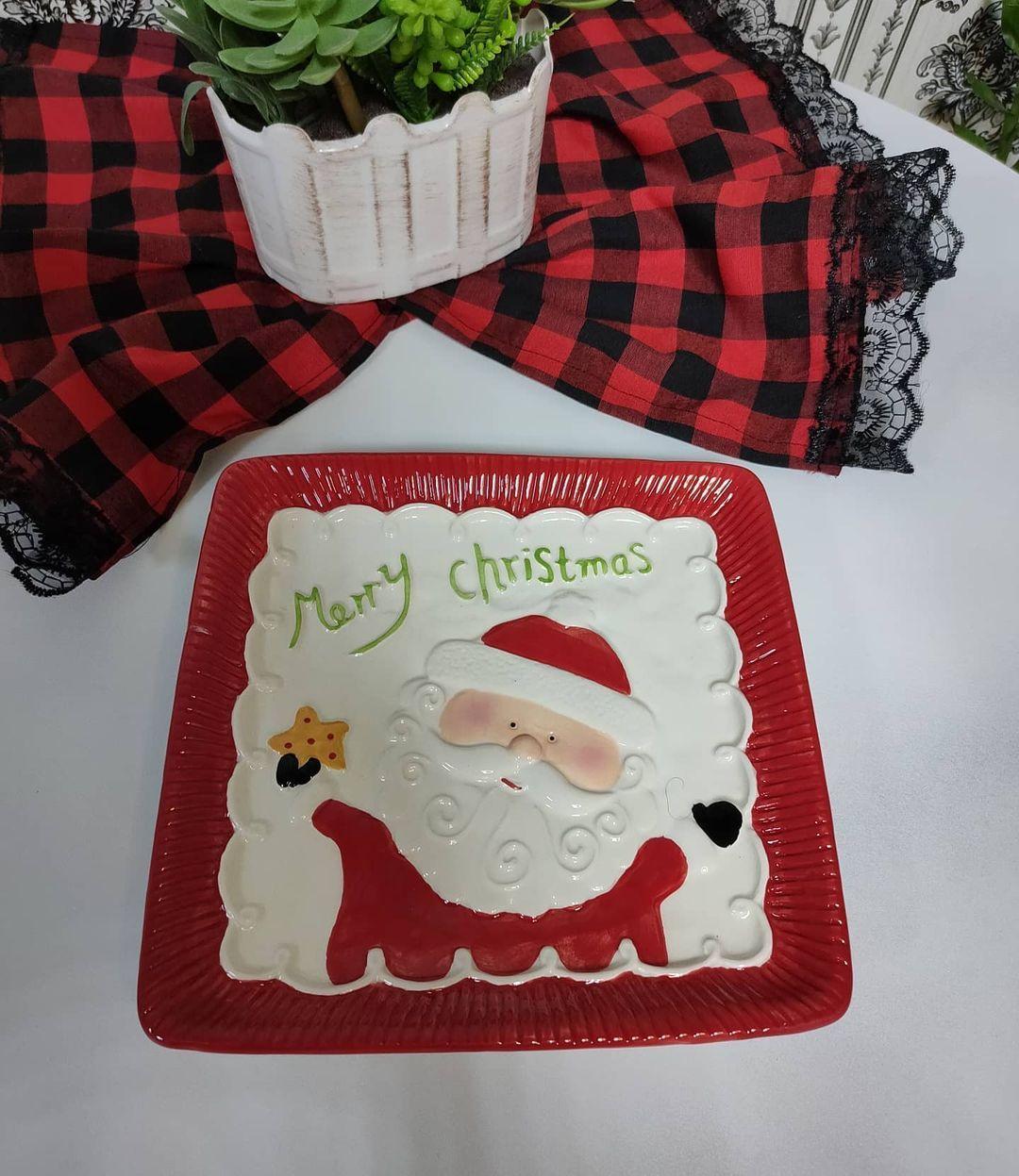 بيت العائلة On Instagram نبلش ويا ثيم الكرسمس الكمية محدوده صحن كرسمس كبير وثقيل السعر ٥ الاف دينار يتوفر توصيل لكافة المحاف Merry Christmas Merry Christmas