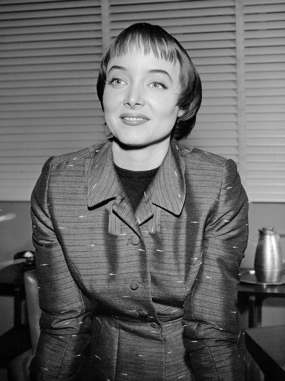 Watch Carolyn Jones (British actress) video