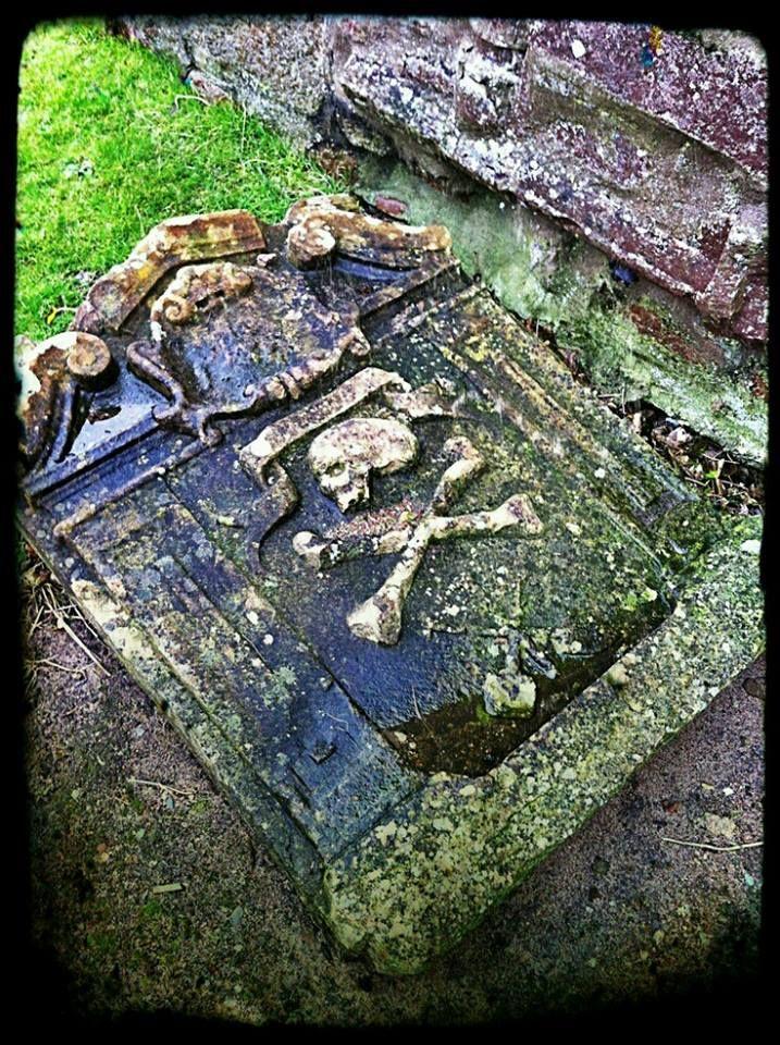 EDWARD ' BLACKBEARD' TEACH BORN 1680 DIED NOVEMBER 22.1718   Cemetery art. Famous graves. Old cemeteries