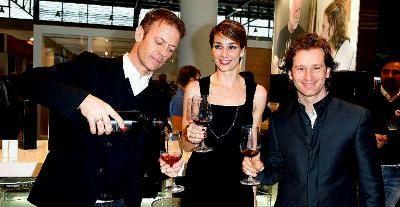 Ex-piloto de F1 e ator pornô lançam vinho juntos