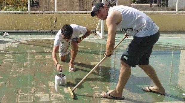 Curling al estilo brasileño: usan escobas, teteras y agua