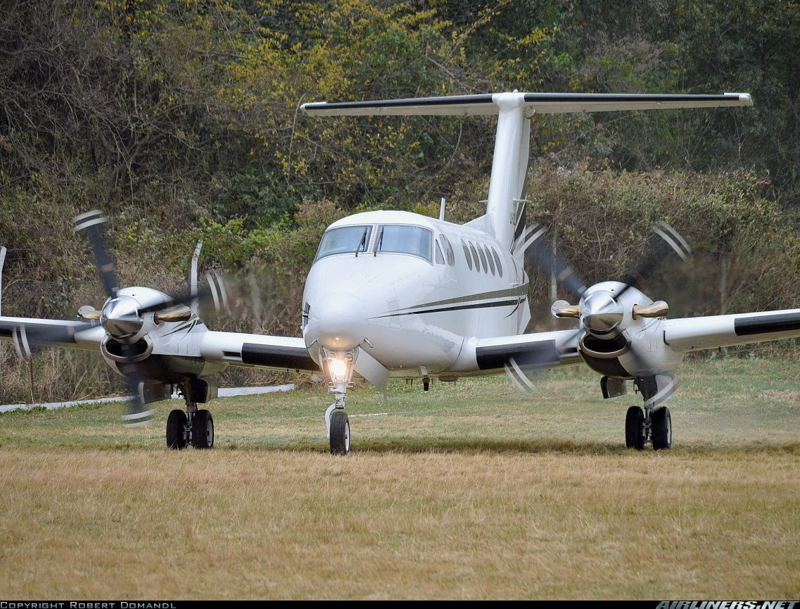 Photos Beech 200 Super King Air Aircraft Pictures