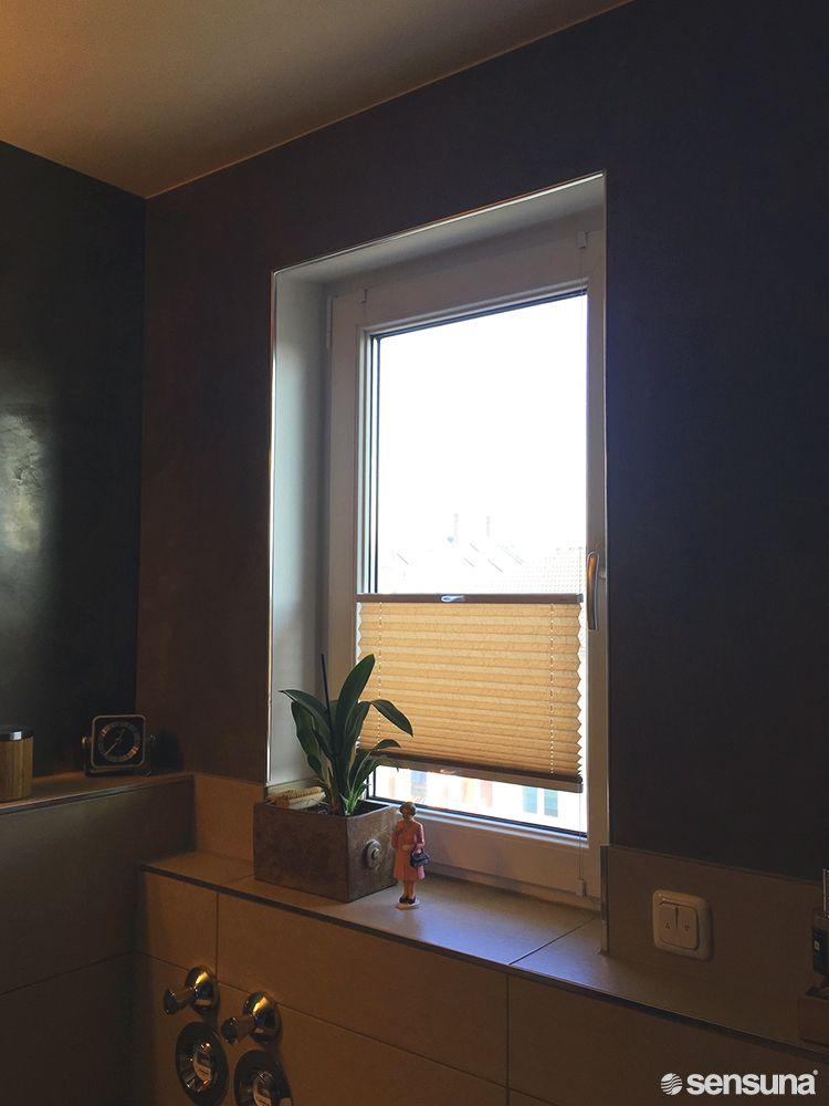 Dieses Badezimmer Erhalt Warme Und Gemutlichkeit Durch Ein Perfekt Integriertes Plissee Von Sensuna Plissee Rollo Plissee Heim