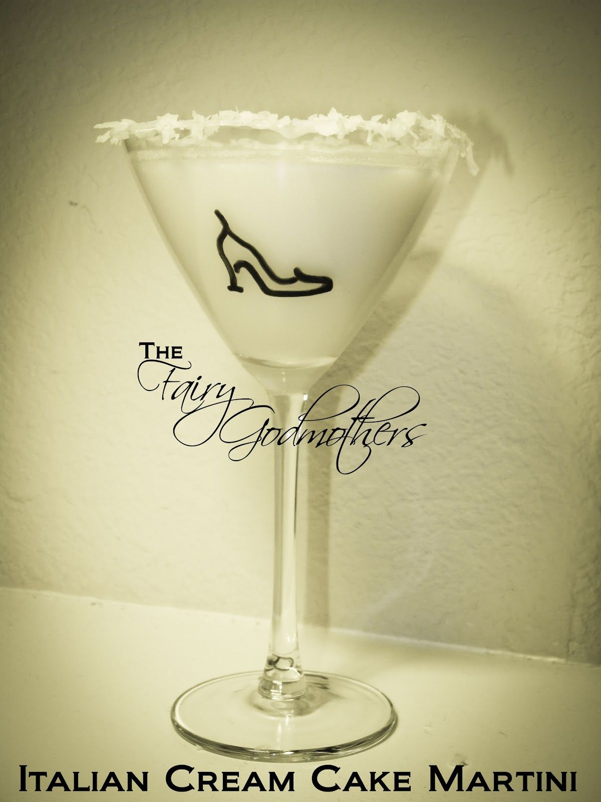 Italian Cream Cake Martini | Stoli Ideas | Pinterest | Italian cream ...