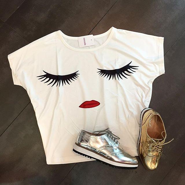 T shirt $ 52.000 s m l Shoes $131.000 todas las tallas 5.5 hasta 10 #fashion #shoes #tshirt #gold #silver
