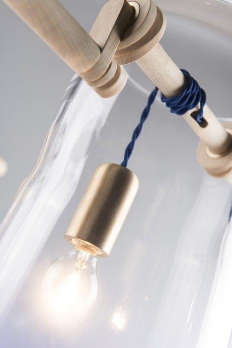 Светильник-колодец с лампочкой вместо ведра.