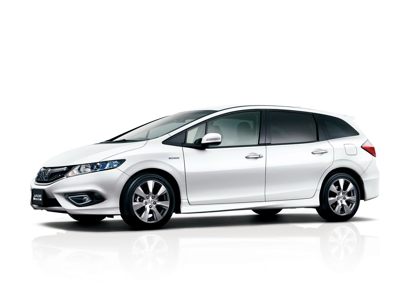 Honda has announced the introduction of the jade hybrid mpv on the japanese market