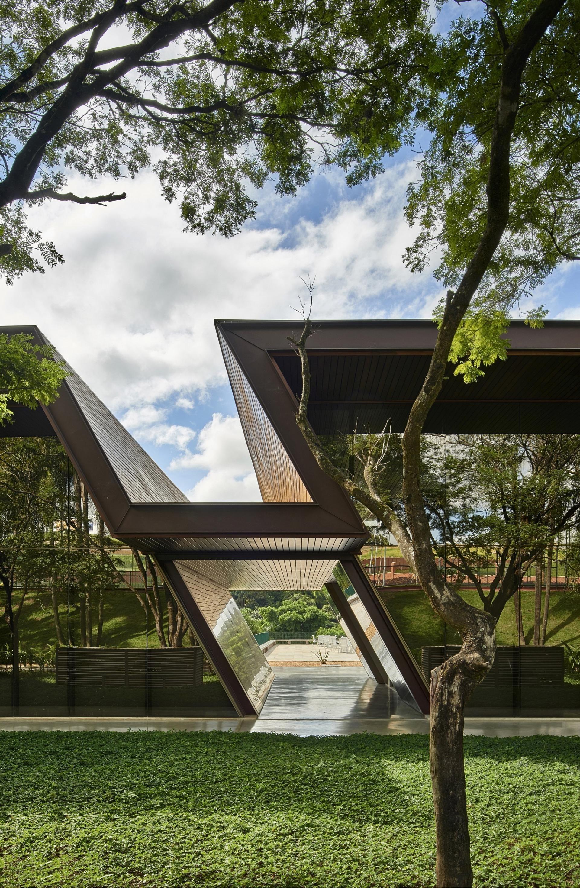 Community center serra dourada by gustavo penna e associados sustainable architecture - Futuristische architektur ...