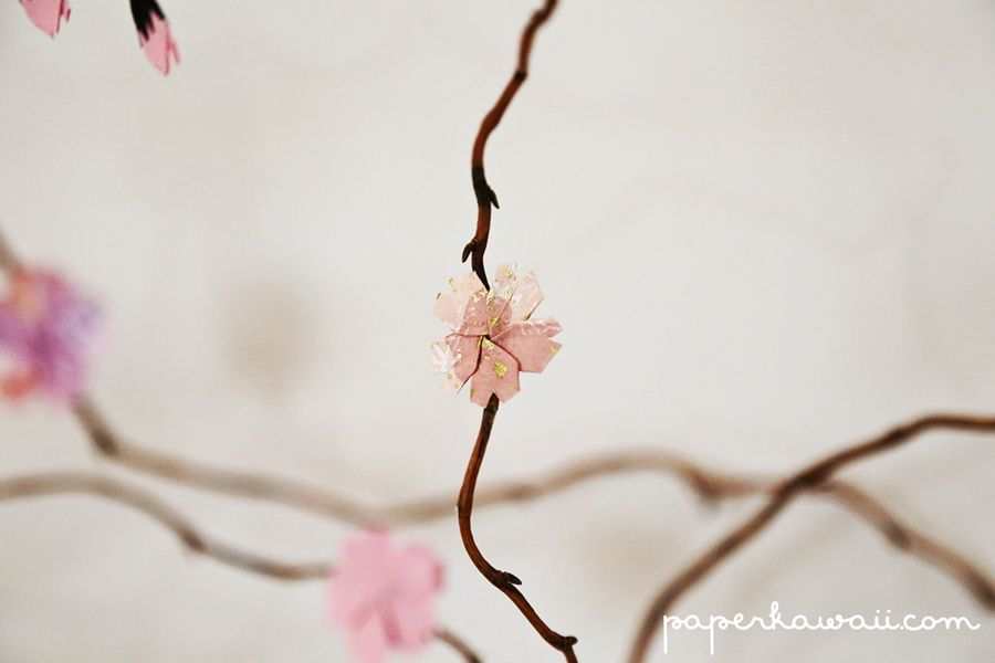How to make a DIY origami cherry blossom tree with willow branches, Learn how to make this beautiful DIY display using willow branches and origami cherry blossoms, download the diagram, watch the video tutorial.  #cherry blossom #cute #cute origami #diy #kawaii #origami Read more at http://www.paperkawaii.com/2013/10/28/how-to-make-a-diy-origami-cherry-blossom-tree-with-willow-branches/