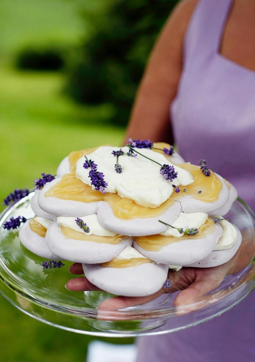 Laventeli-marenkikakku // Lavender & Meringue Cake Food & Style Jasmin Raitakari Photo Riikka Kantinkoski www.maku.fi