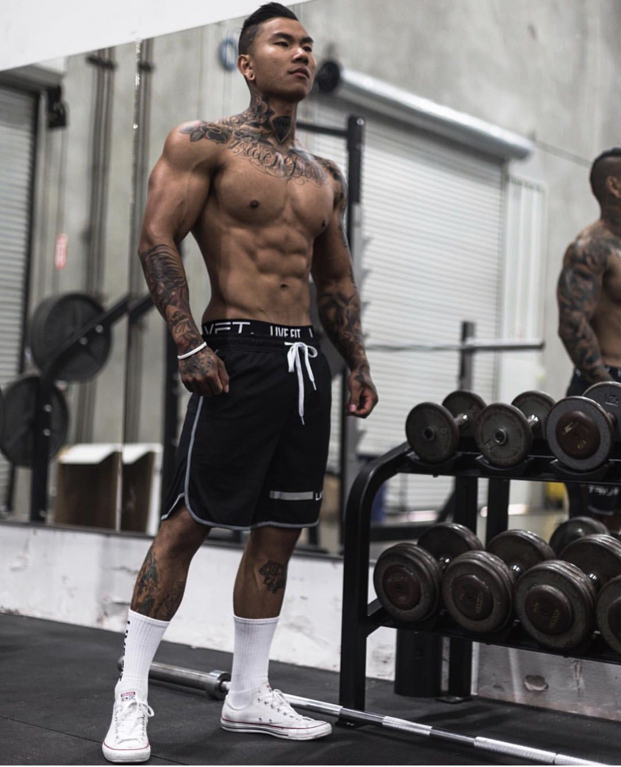 muscle guys in tats in gym
