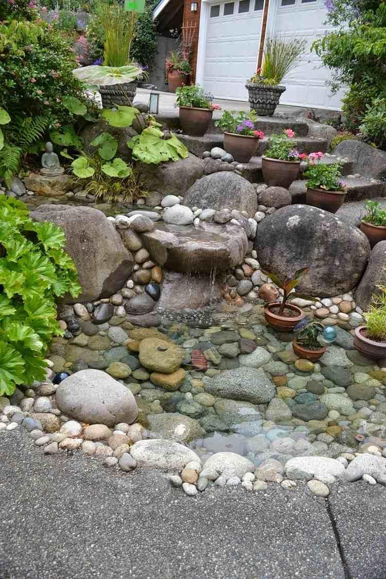 Einen Steingarten an einem Hang anlegen und mit Teich kombinieren