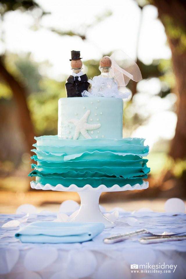 2 tier blue ombre wedding cake maui wedding cake at olowalu plantation house