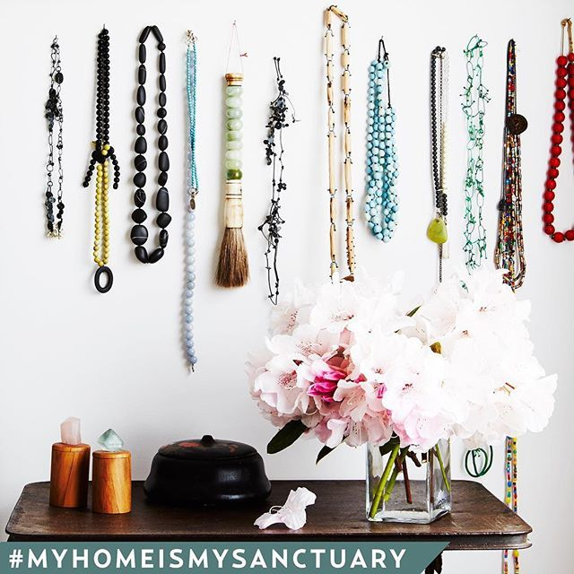 We had to share this collection of cute necklaces belonging to jeweller Emma Goodsir, check out her creative abode in our September issue! PHOTO @annetteobrien STYLING @beckielittler  #onsalenow #australianhouseandgarden #fromthecuttingroomfloor