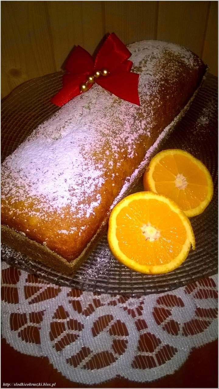 Mocno pomarańczowe ciasto urodzinowe. Szybkie, niezawodne ciasto o wspaniałym aromacie i smaku pomarańczy.