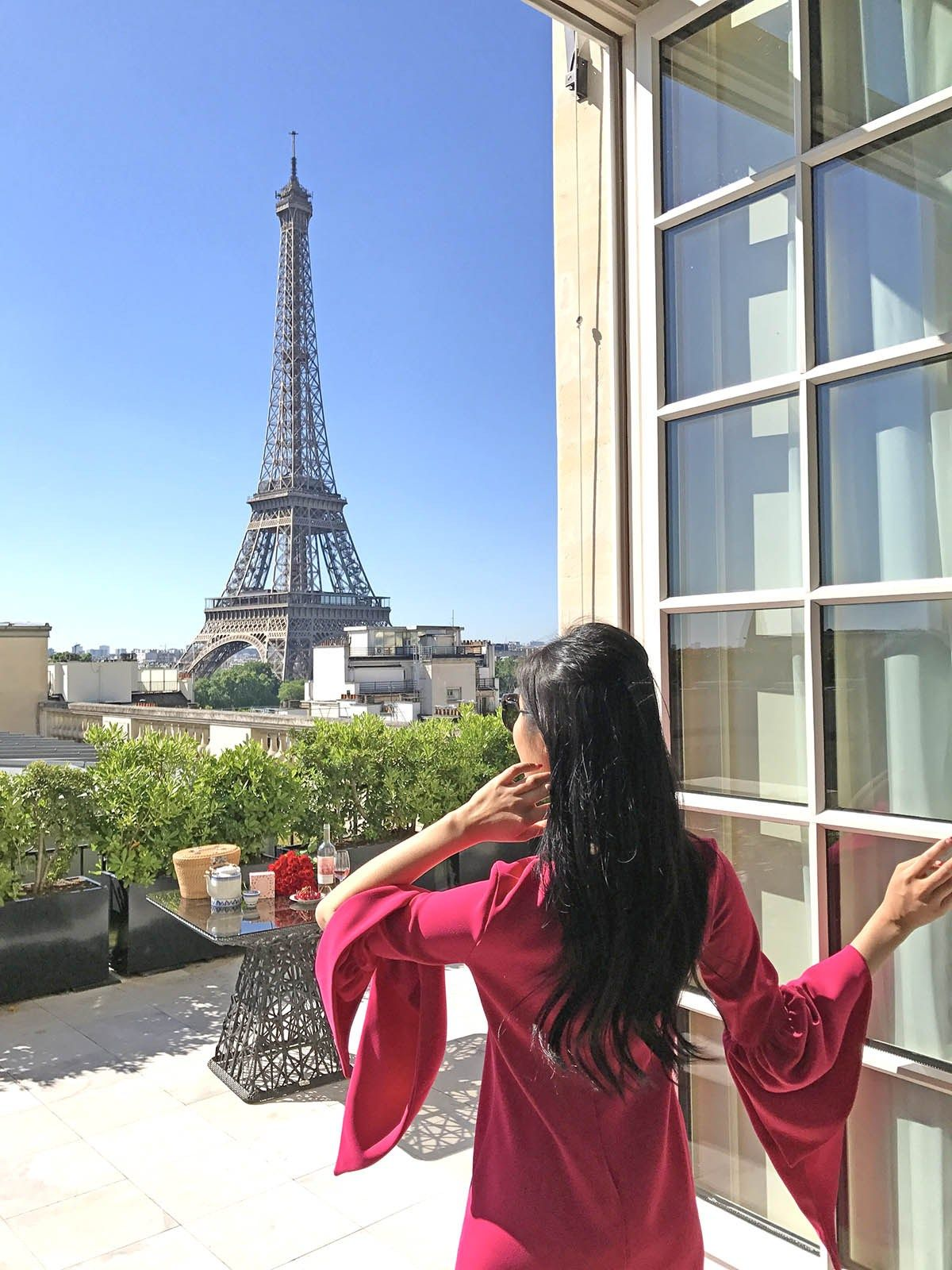 Tina Travels Best Luxury Hotel With Views Of The Eiffel Tower Shangri La Paris
