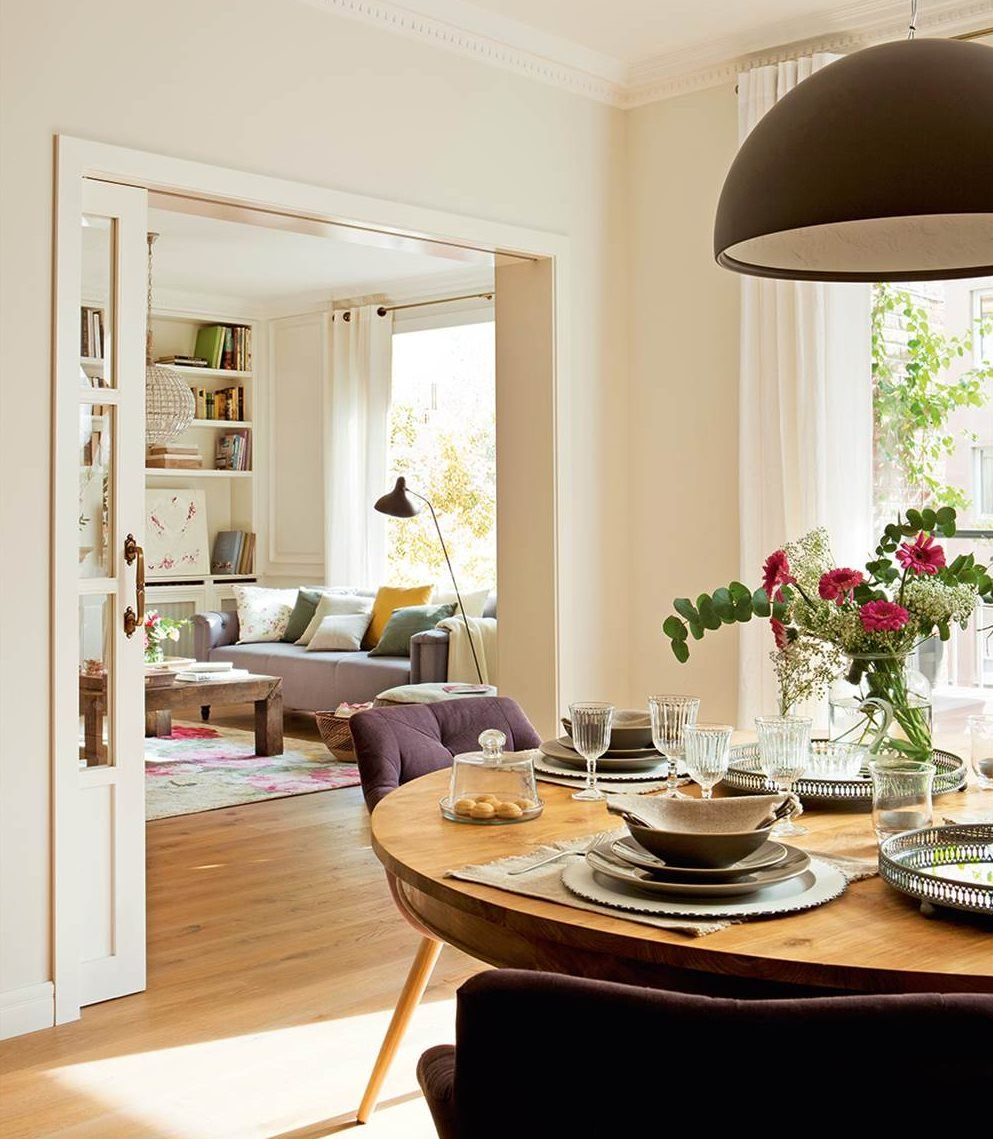 Bright Contemporary Dining Room With Wood Round And Oversized  # Muebles Voila Murcia