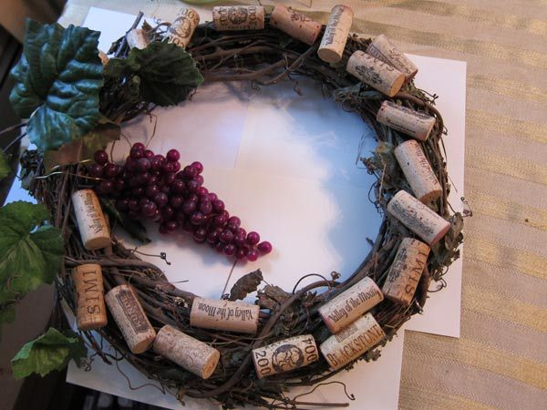 Google Image Result for http://www.wineintro.com/products/corks/wreathgrapevine/grapevine2.jpg