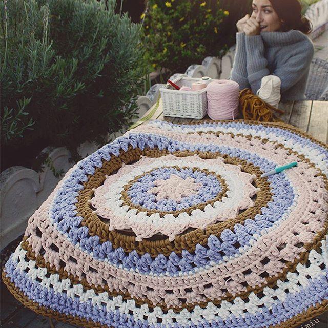 Tenía muchas ganas de enseñaros esta alfombra terminada. La ...