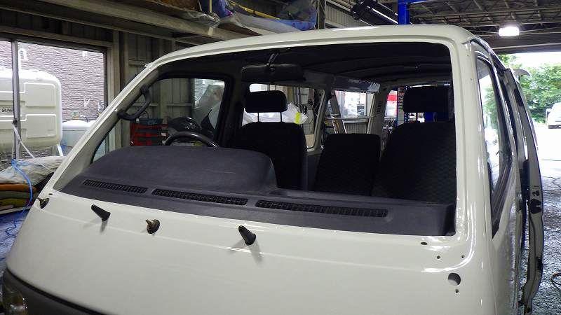 札幌板金 トヨタハイエースバン サビ修理 全塗装 札幌市の板金塗装 キズへこみ事故車の修理 トヨタハイエース 車の修理 ハイエース