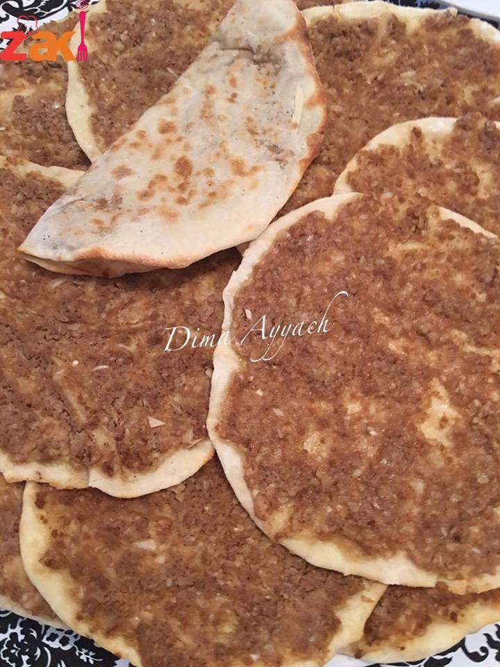 لحم بعجين والعجينة من حلاوتها بتنطوي مثل الورقة زاكي Syrian Food Cooking Recipes Desserts Arabian Food