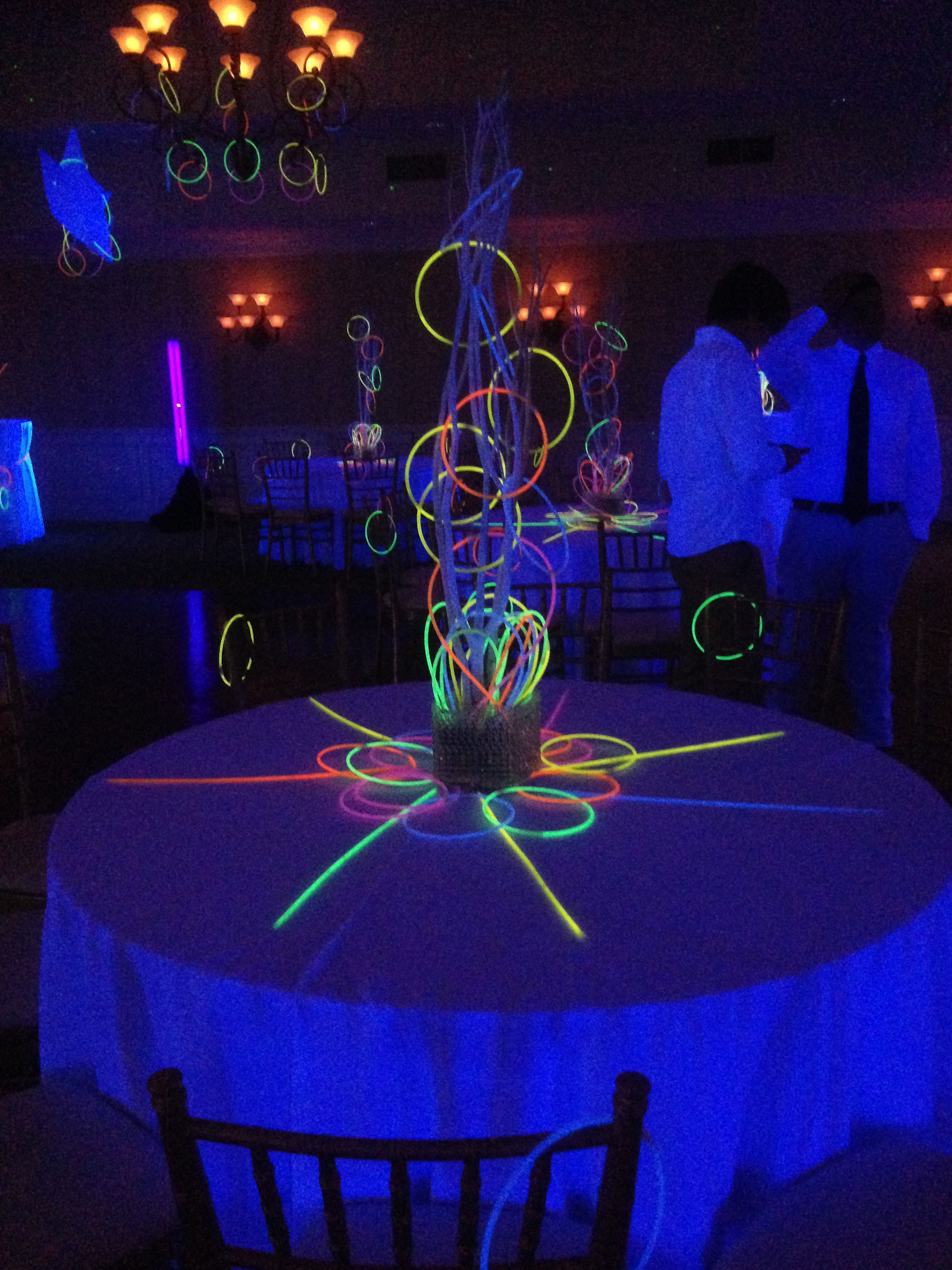 Great Glowstick Centerpiece For A Glow Party