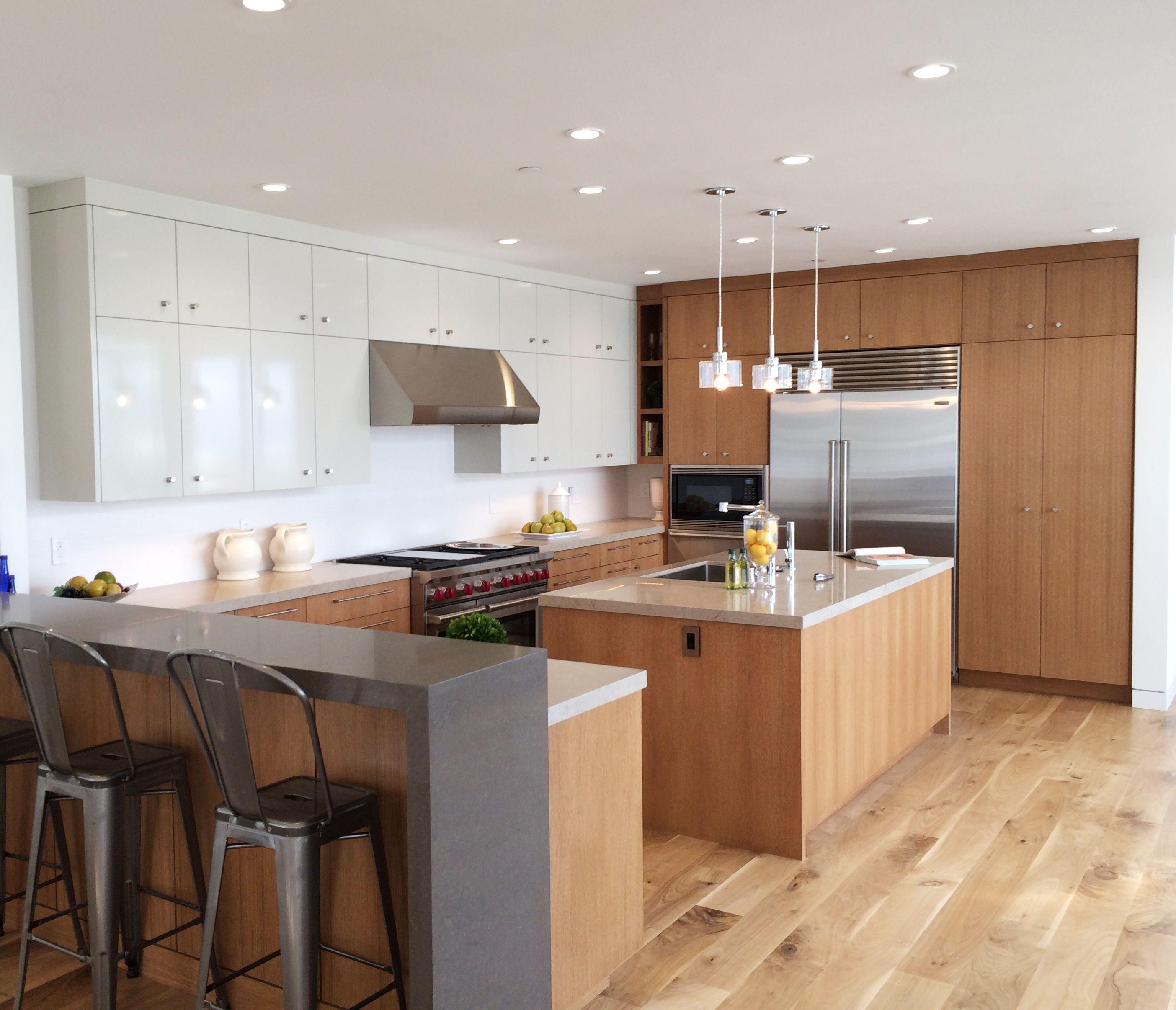 Kitchen Remodeling Manhattan: Rift Oak & High Gloss Cabinets