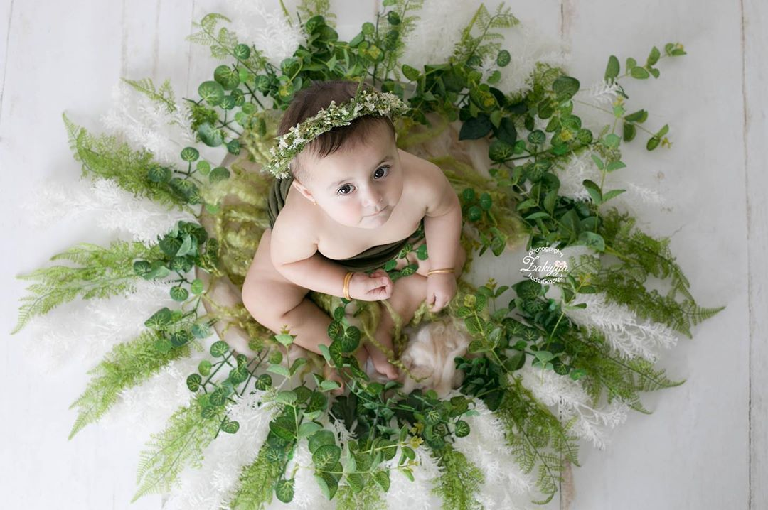 Booooommm Idea Awrad Masha Allah فكرة بطلة للطفلة الجميلة أوراد حبينا نعمل لها ثيم مناسب لصورتها وهي مولوده ل Floral Wreath Floral Wreaths