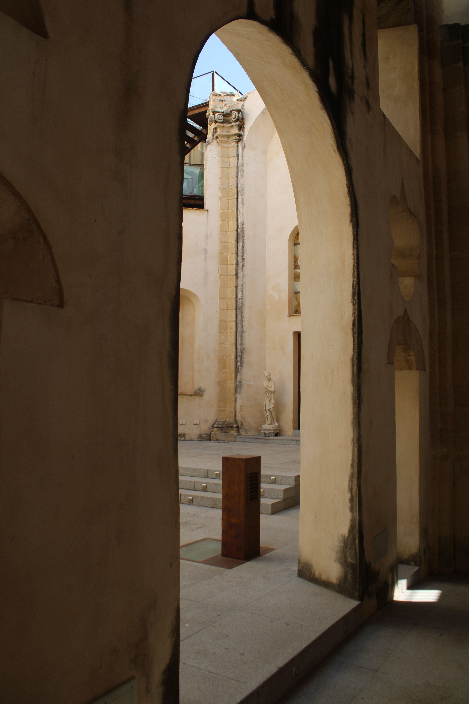 iglesia inacabada del Hospital de la Divina Providencia, en El Puerto de Santa María, detalles interesantes del templo