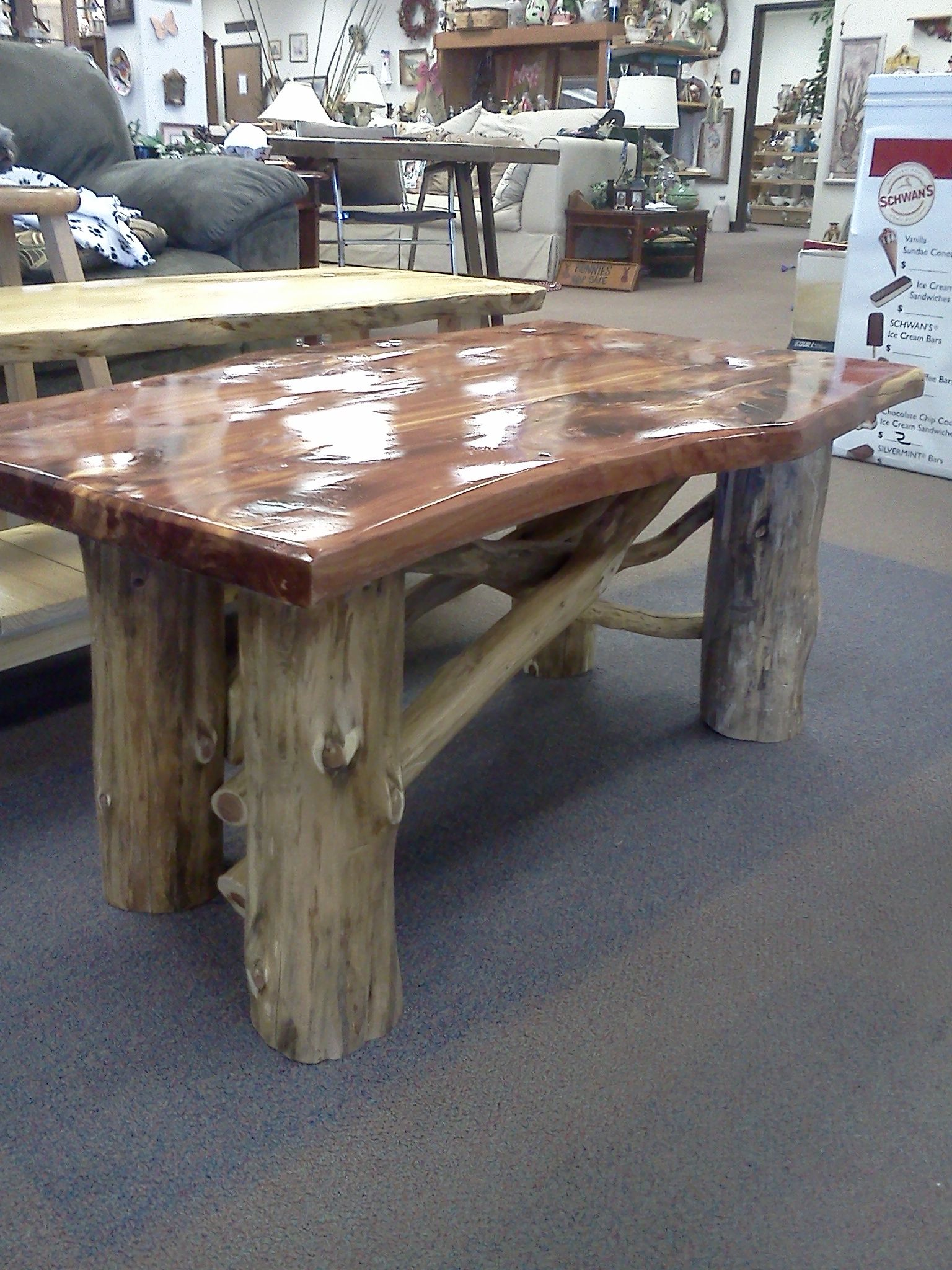 cedar coffee table 2 24 wide 40 long and 18 tall