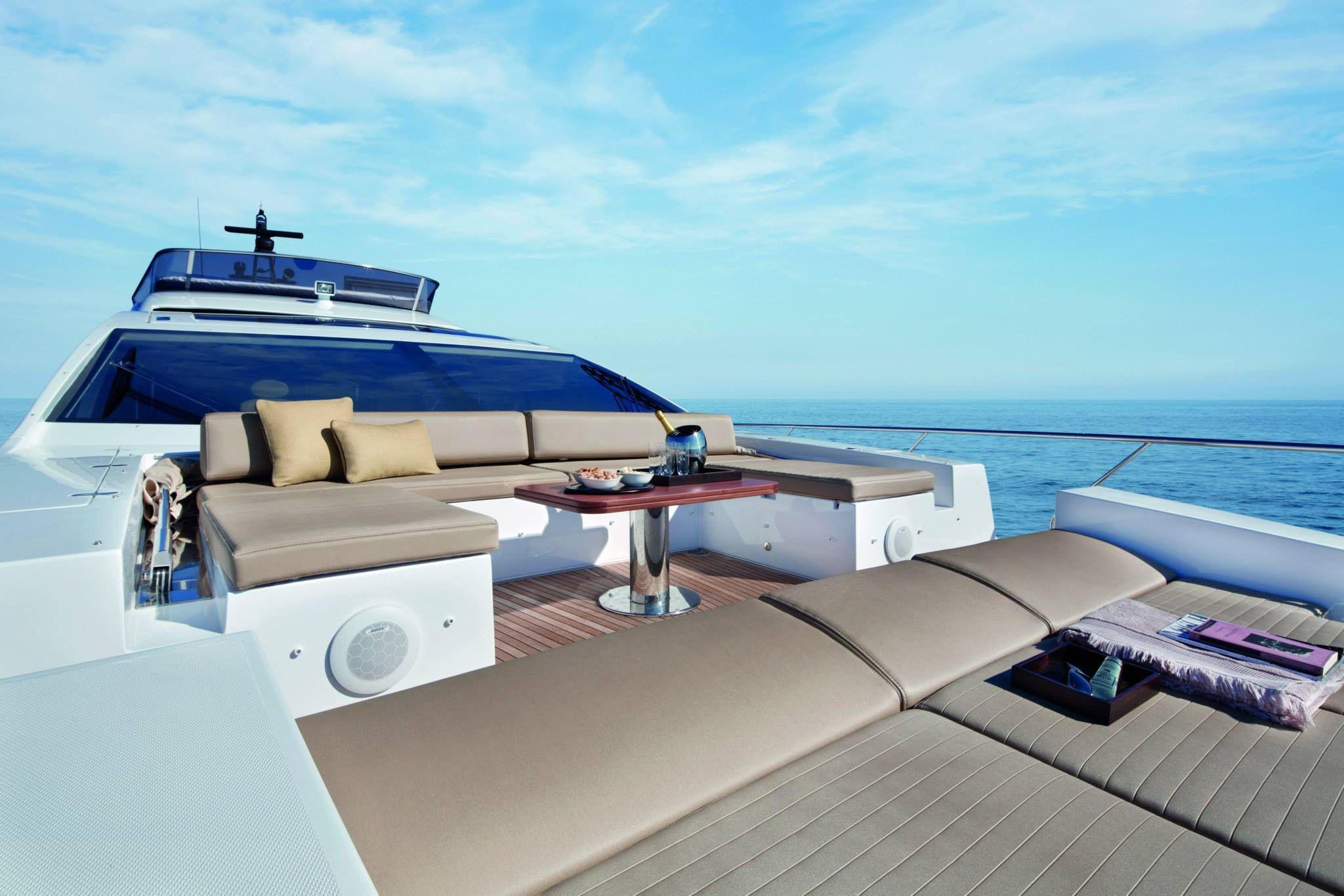 Yacht azimut 77s