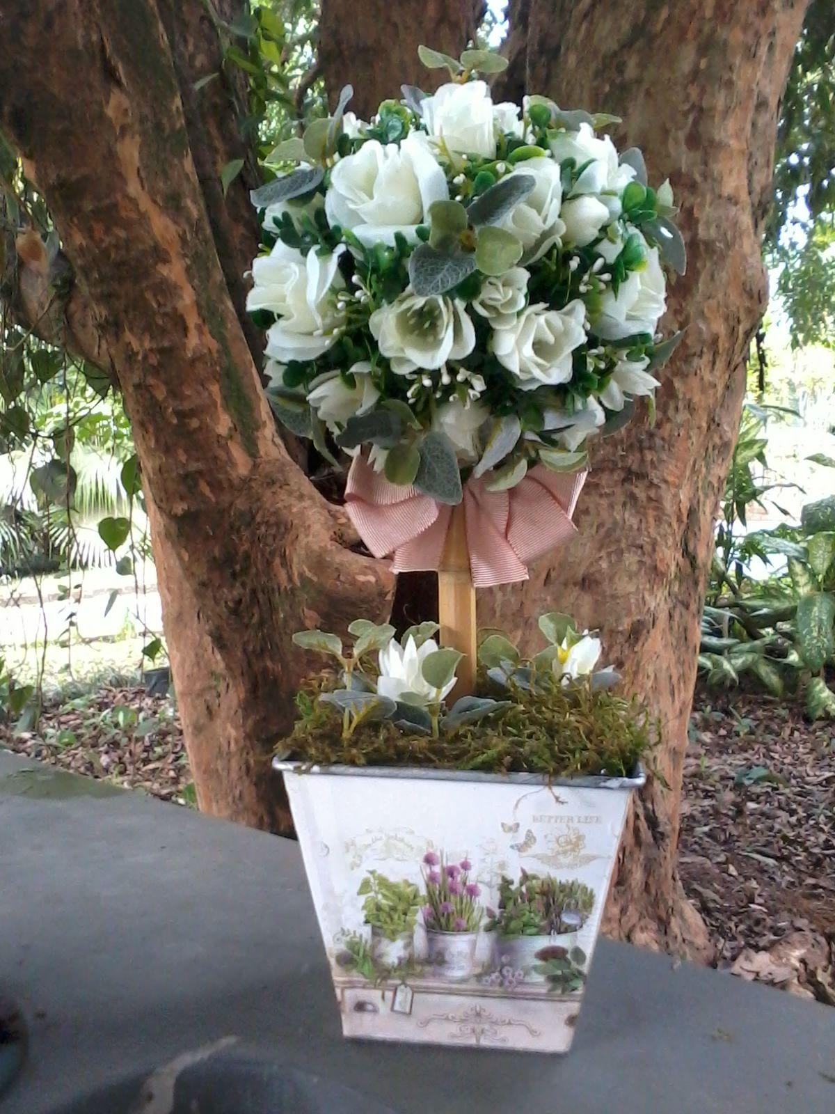Maravilhas de Elke: Topiárias com flores artificiais