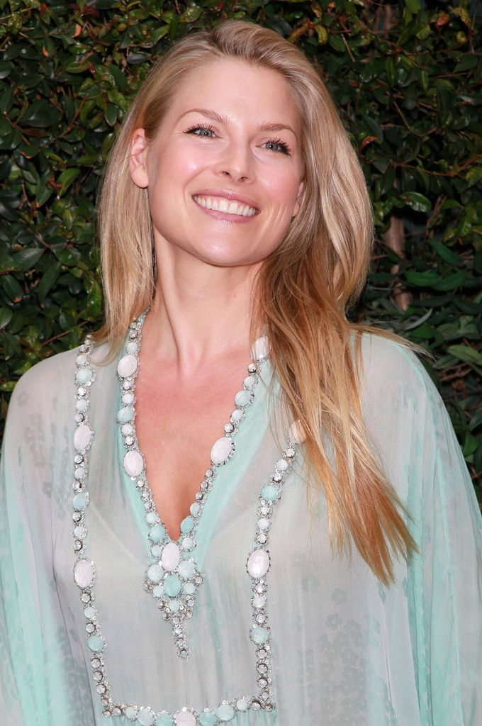 Chic Ali Larter ...  Plush waist to hips ratio...   In 2002, Larter ranked 40 in Stuff magazine's -102 Sexiest Women in the World-