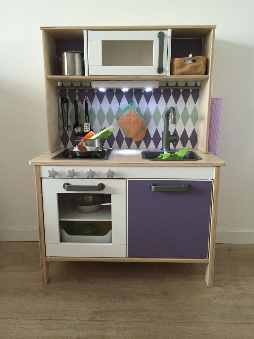 Ikea Kinder Küche Gebraucht Ikea Duktig Kitchen Pimped With Limmaland Stickers Added Some Knobs