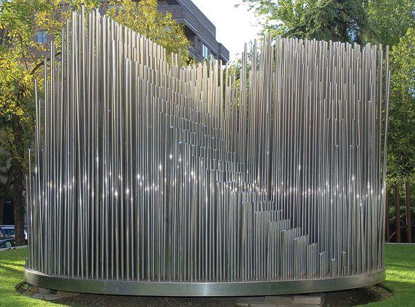 Órgano Eusebio Sempere's sculpture Órgano, on display at ...
