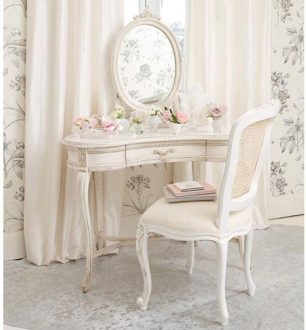 wei er schminktisch mit vintage spiegel und stuhl home. Black Bedroom Furniture Sets. Home Design Ideas