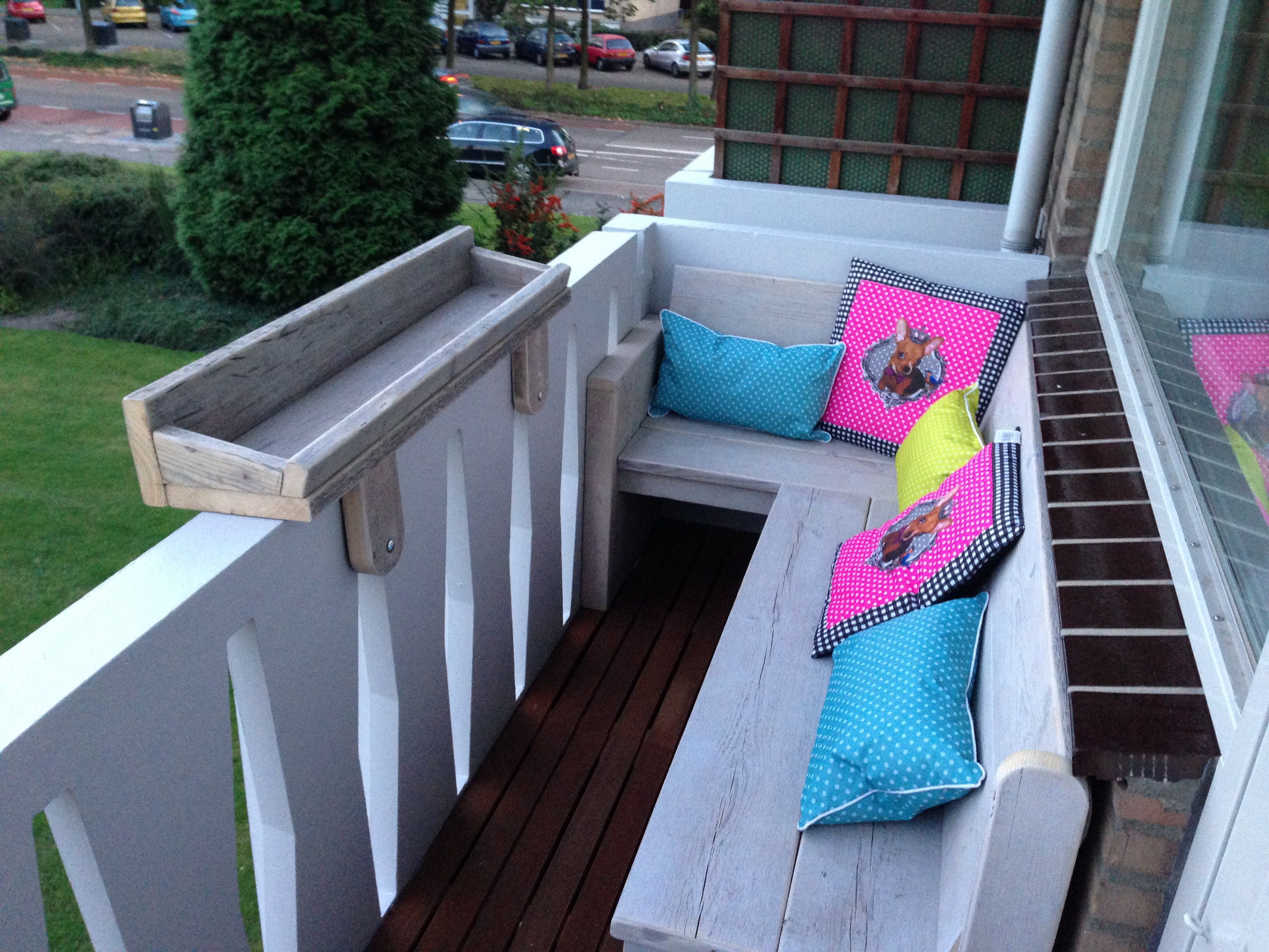 Hoekbankje balkon made by hout vast hout sloophout staal