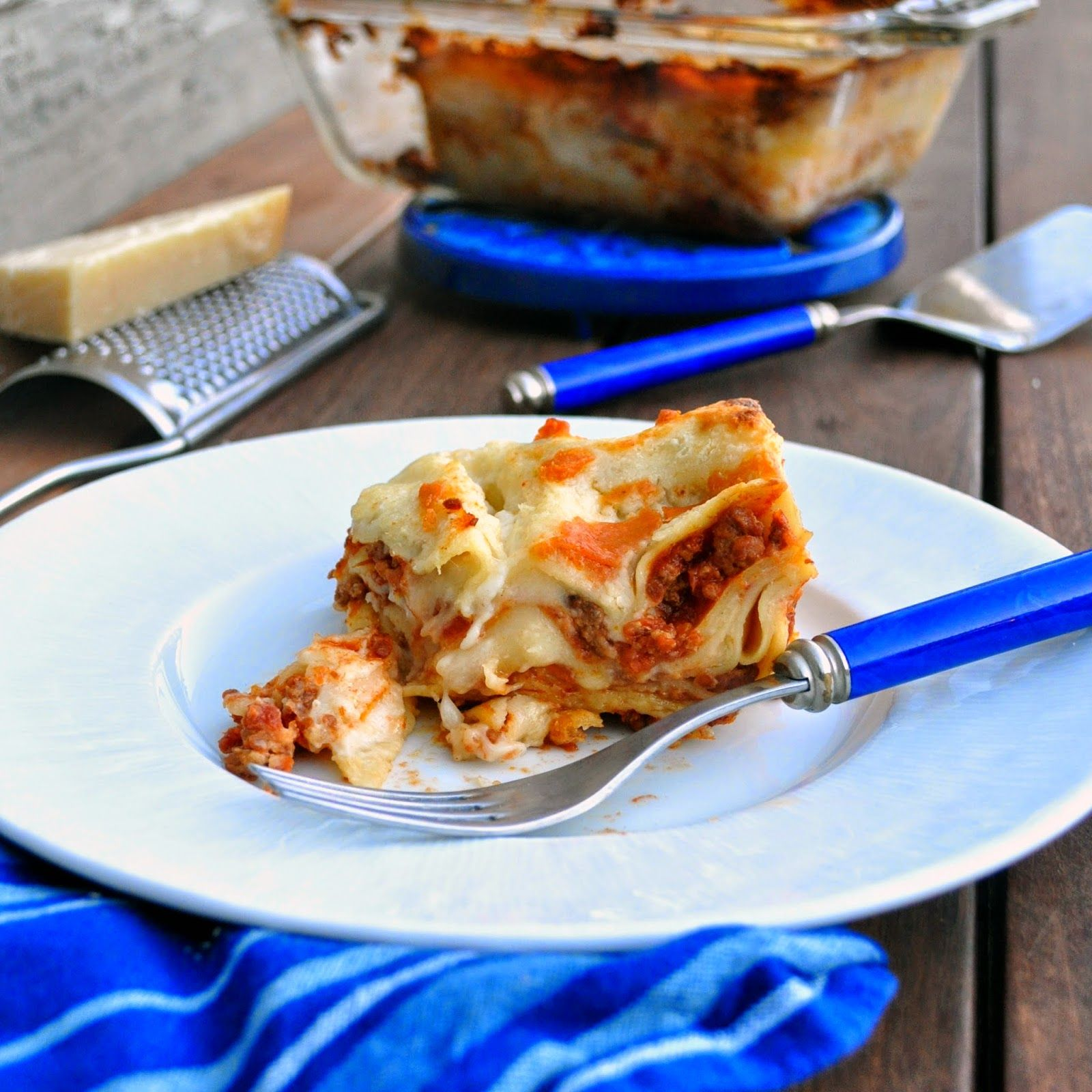 In this traditional Italian lasagna, the savory bolognese sauce and the creamy besciamella come together in a perfectly cheesy, meaty  and saucy dish. So yummy! Cooking with Manuela: Traditional Italian Lasagna with Bolognese Sauce