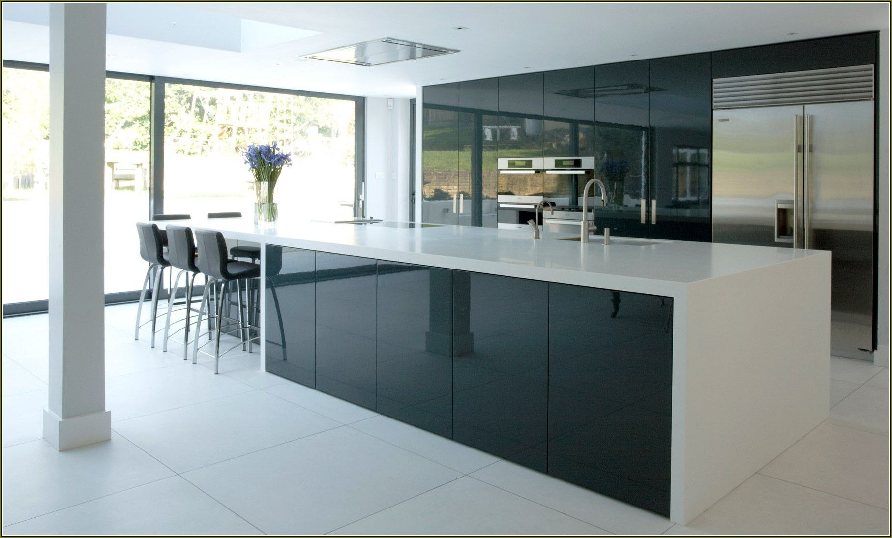 Modest scheme of high gloss kitchen doors ikea kitchen for Black gloss kitchen ideas