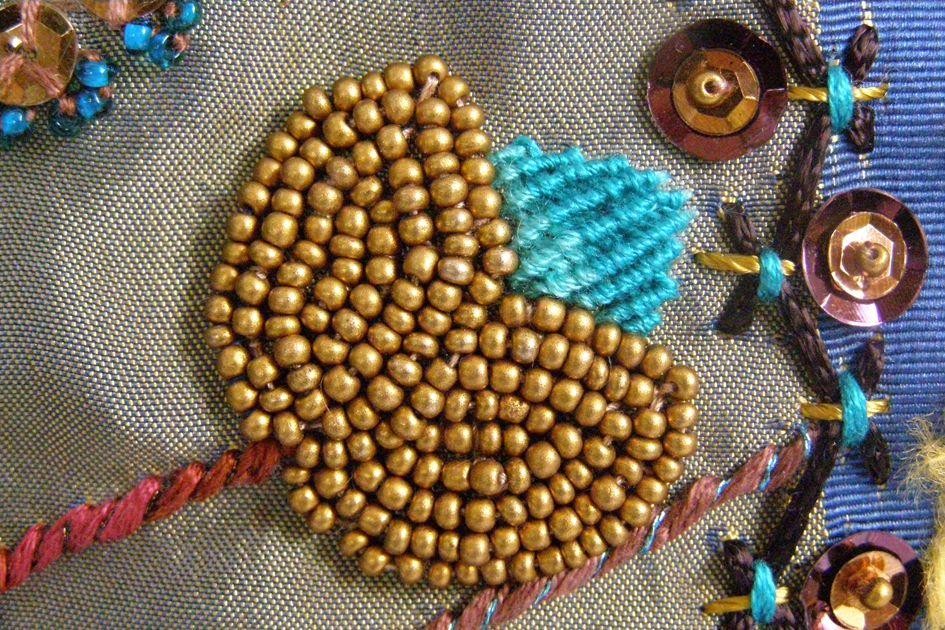 Capullo florecido. Detalle. Bordado a mano por Carolina Gana. Taller de Bordado Rococó. Santiago de Chile. CGP©2009