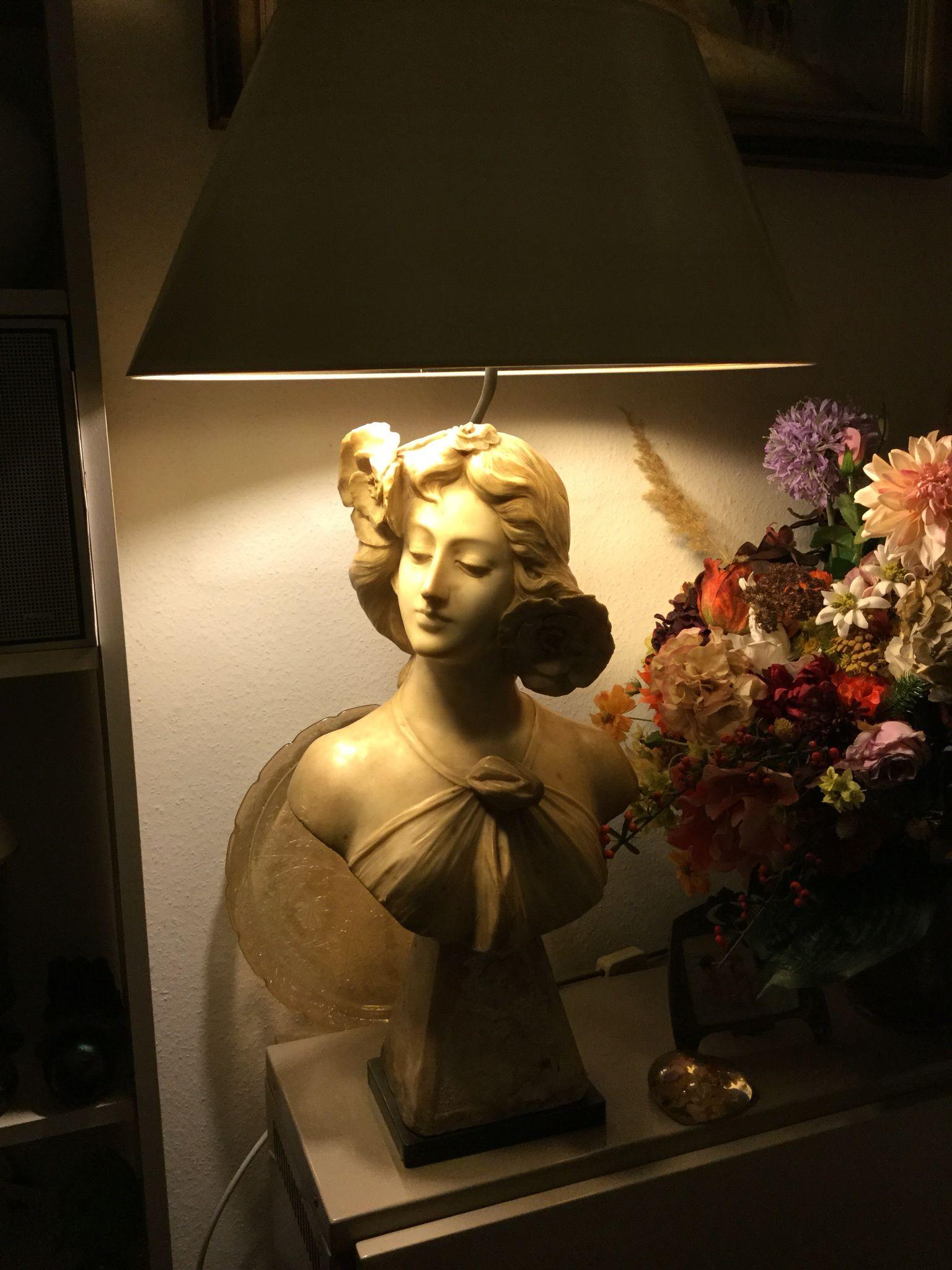MARMOR-BÜSTE  dekorative Lampe mit handgefertigtem Streichlackschirm