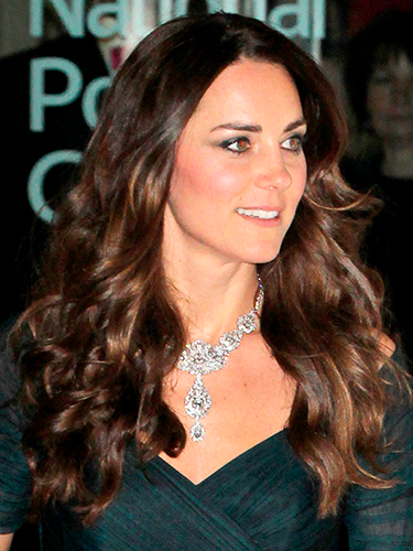 Kate Middleton added some extra curl to her gorgeously glossy locks last night when she attended a fundraiser at the National Portrait Gallery in London. Curl large sections of your hair from the midlengths to the ends to achieve her bouncy style.A/W 2014 HAIR AND MAKEUP REPORTSHUGE HAIR TRENDS FOR 2014DAILY NAIL: NAIL POLISH REVIEWS  -Cosmopolitan.co.uk