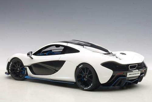 Autoart 1 18 Scale Mclaren P1 Matt White With Blue Accents Composite Diecast Car Diecast Cars Mclaren P1 Car Model