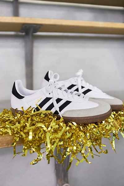 adidas Originals Samba Classic Sneaker - Urban Outfitters