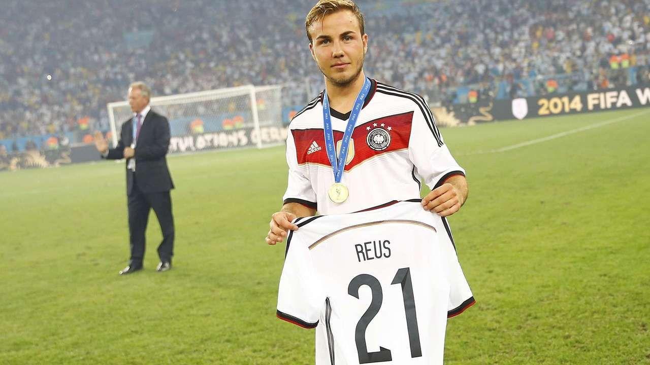 Der Verletzte Nationalspieler Marco Reus Bedankt Sich Bei Seinem Freund Und Weltmeister Mario Gotze Marco Reus Weltmeister Mario