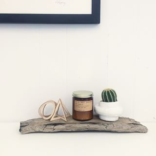 SNUG.TRIO wooden pendants and a wonderful soy candle from pfcandleco. Thank for these nice photo!