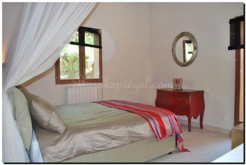 ronde-spiegel-in-slaapkamer-3 | Spiegel in slaapkamer | Pinterest