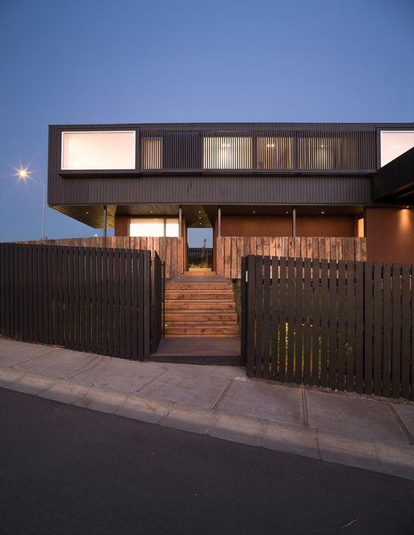 Maison contemporaine sur pilotis bordant l\u0027Océan Pacifique au Chili